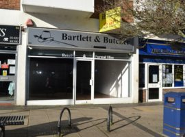 1300 SQ FT TOWN CENTRE RETAIL PREMISES with PARKING, AVAILABLE ON NEW LEASE - TO LET
